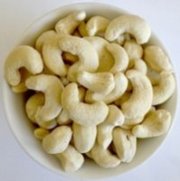 Raw And Roasted Cashew Nuts