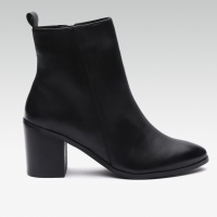 Cl Women Black Solid Leather Heeled Boots