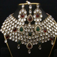 Bridal Kundan Jewellery Set With Earrings