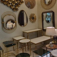 Accent Furniture/Mirrors And Wall Décor